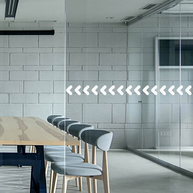 Bande adhésive à motifs flèches pour signalisation de surface vitrée