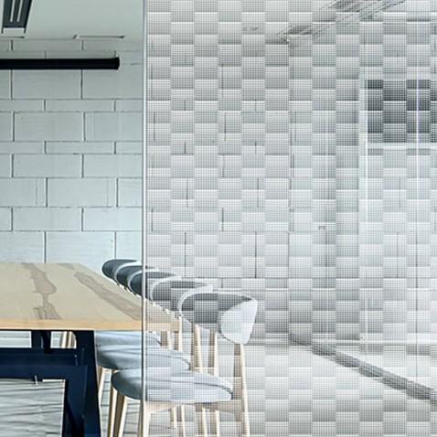 Film décoratif intimité motif grilles carreaux dépolis