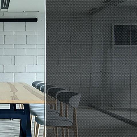 Film décoratif adhésif à motifs points noirs effet carbone