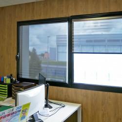 STORE ENROULEUR film solaire anti regard et éblouissement Argent foncé - Rejet thermique 92% - Film Plissé - Mécanisme Noir - Av